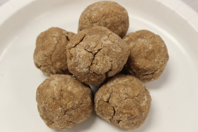 quick and easy treat for dogs _ peanut butter yogurt balls recipe